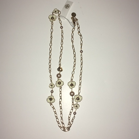 c4a63f7ec5e6 Tory Burch Fleur Rosary necklace. M 5a65633836b9decfeaa1ce25